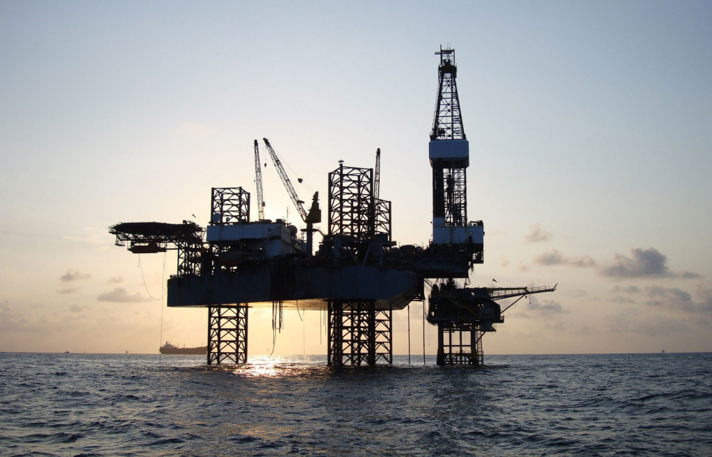 Gulf Oil Rig - Marine Consulting Services