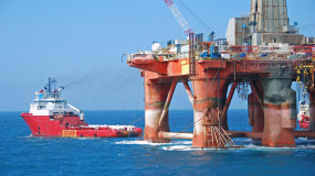 oil-rig-moving